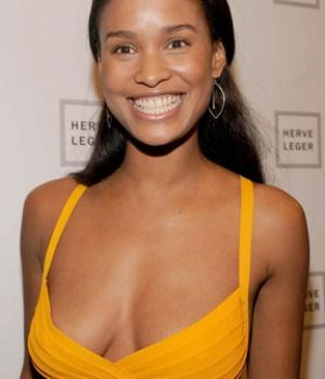 Busty Ebony Celeb Joy Bryant Showing Some Wealthy Cleavage