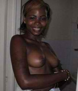 Ebony Amateur Girlfriend Bedroom Striptease